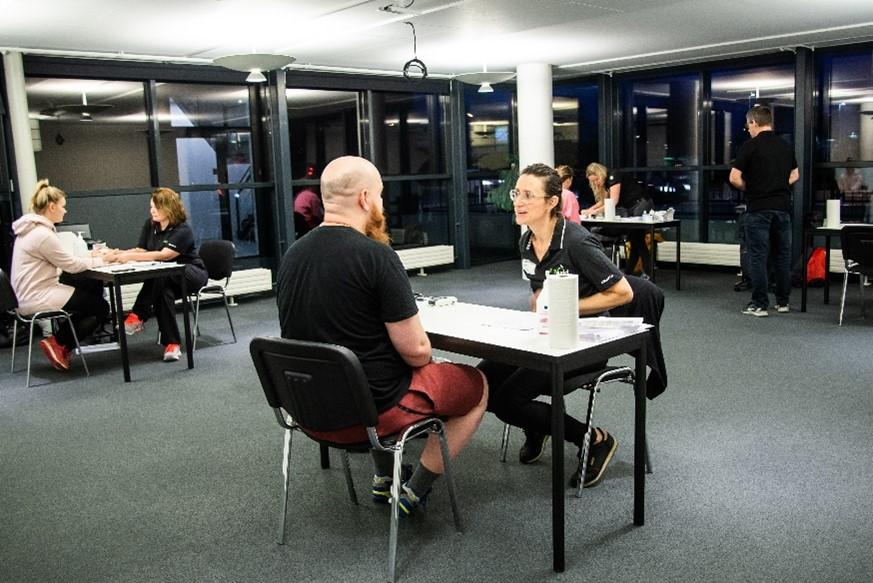 LevelUp - Snakkene med Fit & Sunds sundhedseksperter tog udgangspunkt i den enkelte medarbejders målinger og målsætninger.
